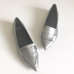 Marc Fisher Ltd Silver Pointed Toe Loafers Sz 6
